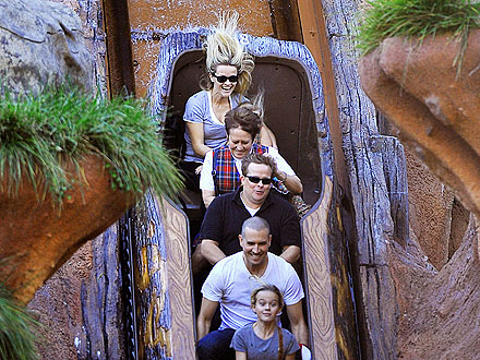 Reese Witherspoon Pictures: Disneyland Visit with Family