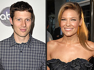 Friday Night Lights Star Zach Gilford Engaged | Zach Gilford