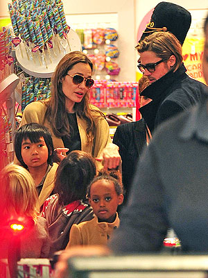 Brad Pitt & Angelina Jolie's Family Toy Shopping Trip| New York, Angelina Jolie, Brad Pitt