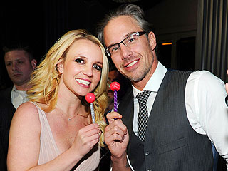Britney Shows Off Her Ring, Celebrates Engagement in Vegas | Britney Spears