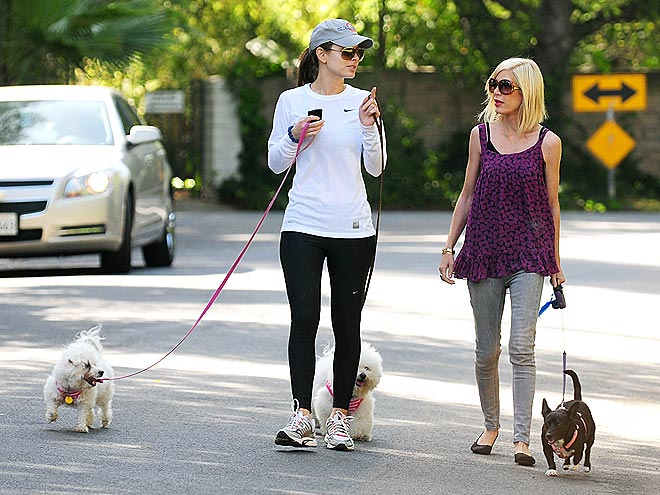 MARIA MENOUNOS & TORI SPELLING photo | Tori Spelling