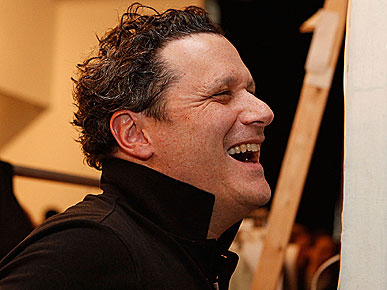 Isaac Mizrahi Laughs When His Dog Behaves Badly