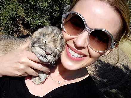 Kylie Minogue Cuddles Lion Cub Named Kylie!
