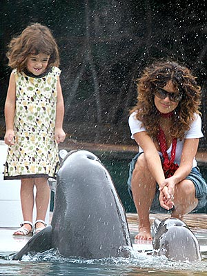 PHOTO: Salma and Valentina Get Fishy! | Salma Hayek
