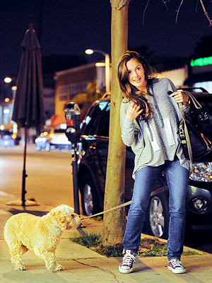 Spotted: Minka Kelly & Chewy – Dine & Dash! | Minka Kelly