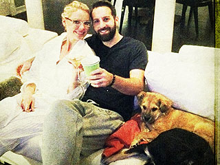 Katherine Heigl&#39;s Post-AMAs Celebration? Dogs &#38; &#39;Jammies&#39; on the Couch! | Katherine Heigl