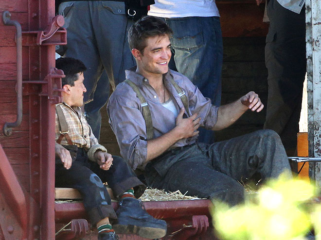 Which Water For Elephants costar made R.Pattz cry?