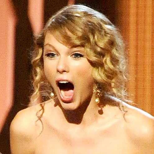 Taylor Swift made this face when she won the CMA for: