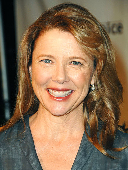 ANNETTE BENING, 52  photo | Annette Bening