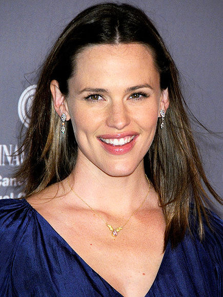 JENNIFER GARNER, 40