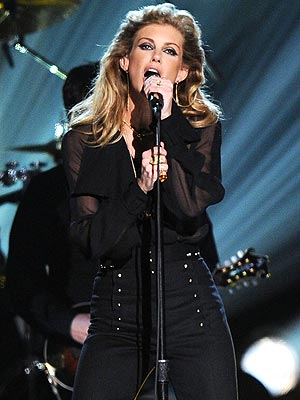 Faith Hill Premiering New Song