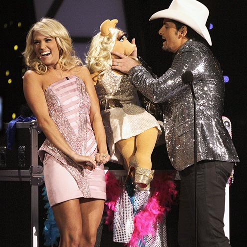  photo | Brad Paisley, Carrie Underwood, Miss Piggy