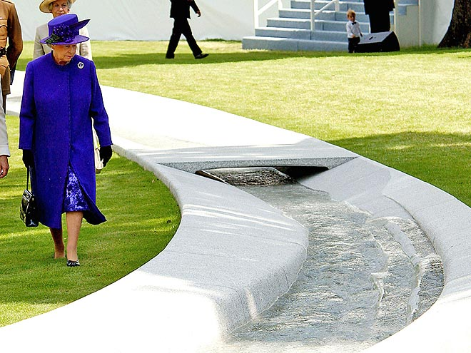 HYDE PARK MEMORIAL FOUNTAIN 