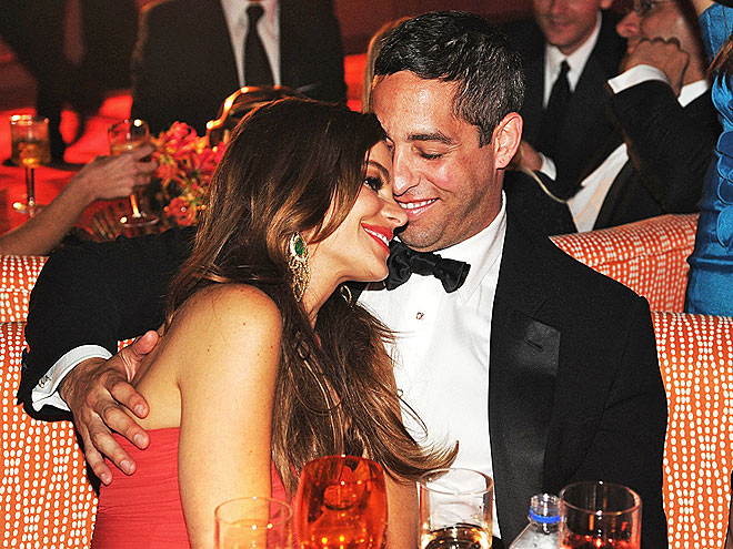 SOFIA VERGARA & NICK LOEB photo | Sofia Vergara