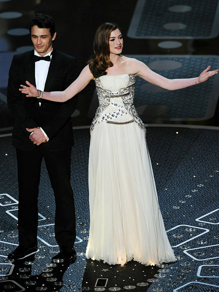 http://img2.timeinc.net/people/i/2011/specials/oscars/anne-hathaway/hathaway-2-435.jpg