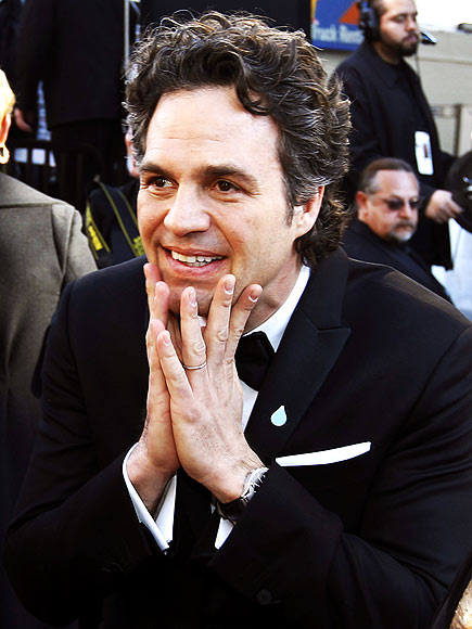 CHIN UP  photo | Mark Ruffalo