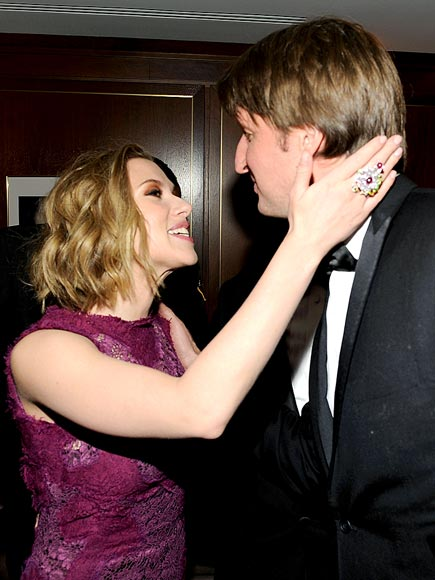 VICTORY KISS photo | Scarlett Johansson, Tom Hooper