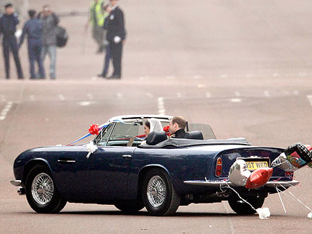 Prince William Drives His Bride Out of Buckingham Palace| Royal Wedding, Kate Middleton, Prince William