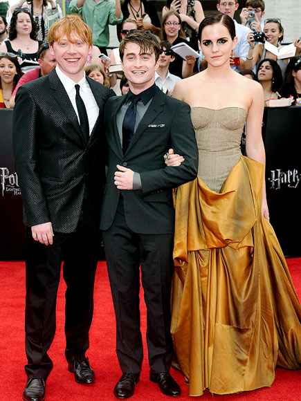 THAT'S A WRAP   photo | Daniel Radcliffe, Emma Watson, Rupert Grint