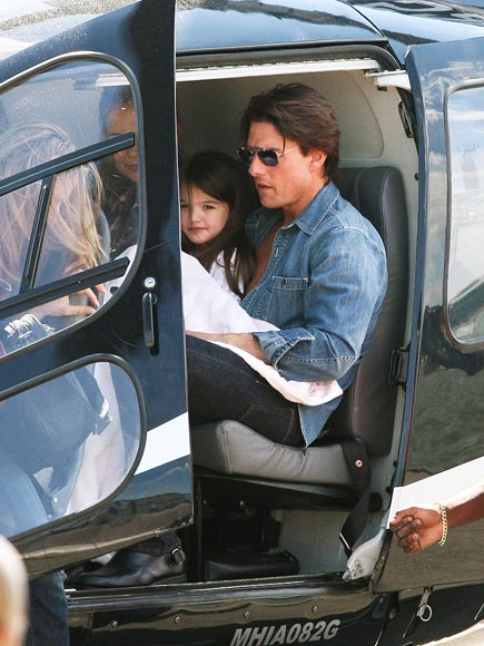 TAKING OFF photo | Suri Cruise, Tom Cruise