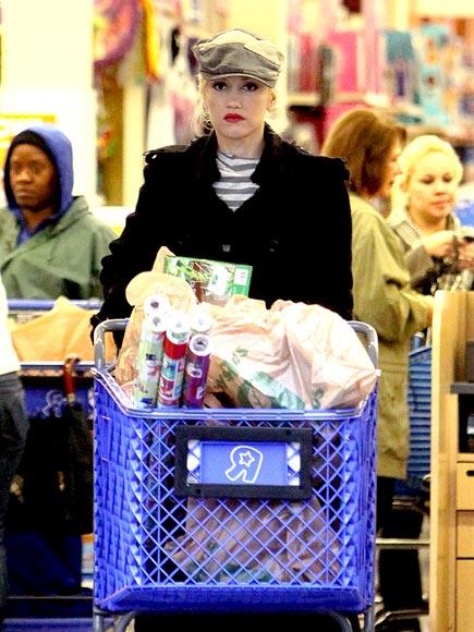 WRAP IT UP  photo | Gwen Stefani