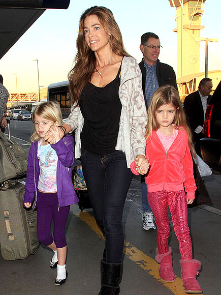 TRAVEL DARLINGS photo | Denise Richards