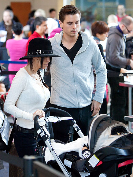 COOL AIR photo | Kourtney Kardashian, Scott Disick