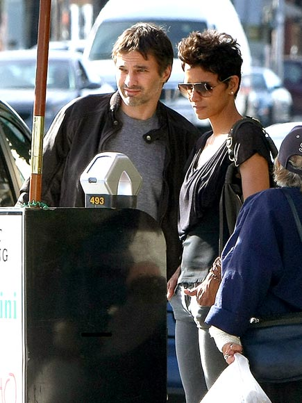 'LOT' OF LOVE photo | Halle Berry, Olivier Martinez