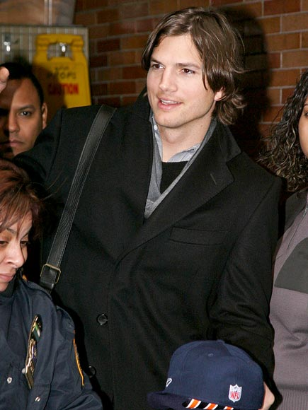 CROWD PLEASER photo | Ashton Kutcher