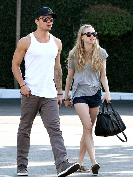 OUT & ABOUT photo | Amanda Seyfried, Ryan Phillippe