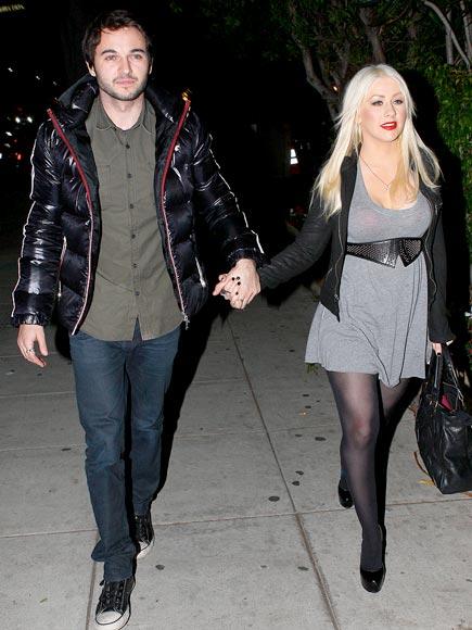 SINGLE HANDED  photo | Christina Aguilera