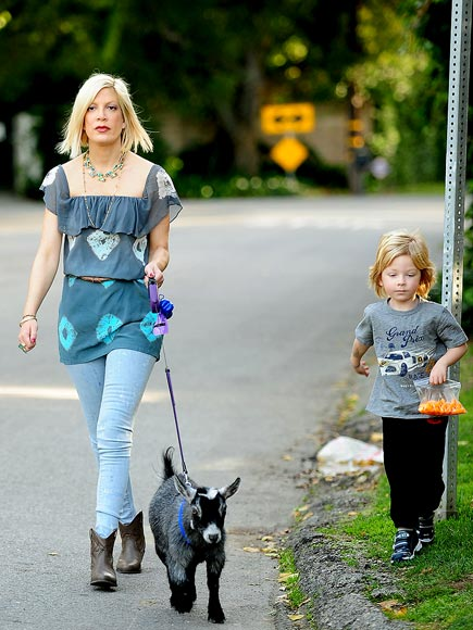 WALK THIS WAY photo | Tori Spelling