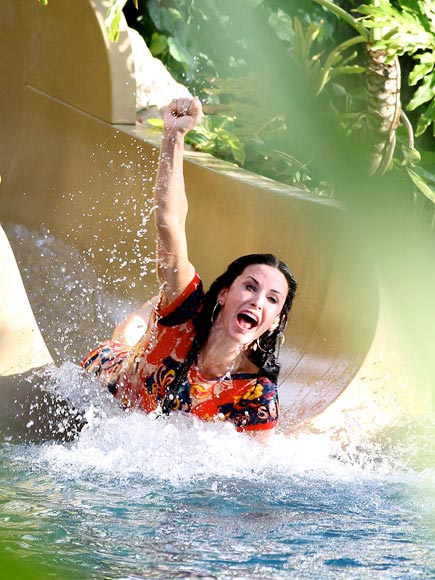 HAPPY LANDING photo | Courteney Cox
