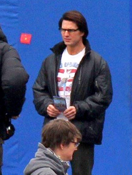 SET DRESSING photo | Tom Cruise