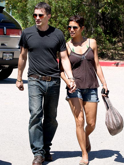 CRUSTACEAN CRUSH photo | Halle Berry, Olivier Martinez