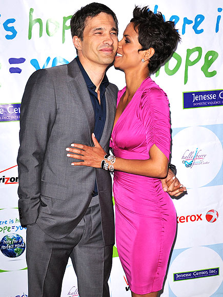 WHISPER IN THE NIGHT photo | Halle Berry, Olivier Martinez
