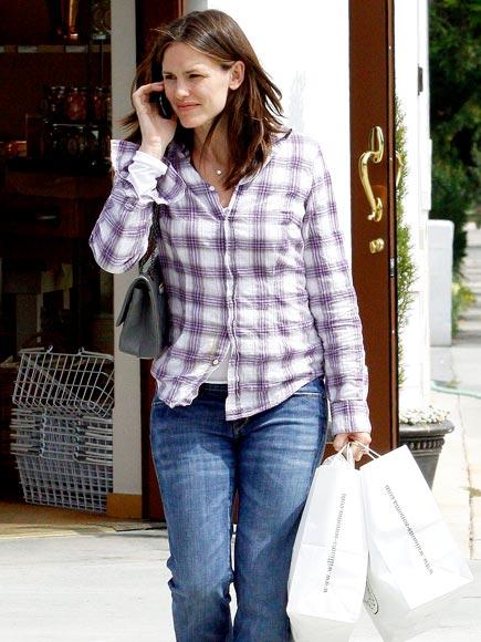DOUBLE BAG IT photo | Jennifer Garner