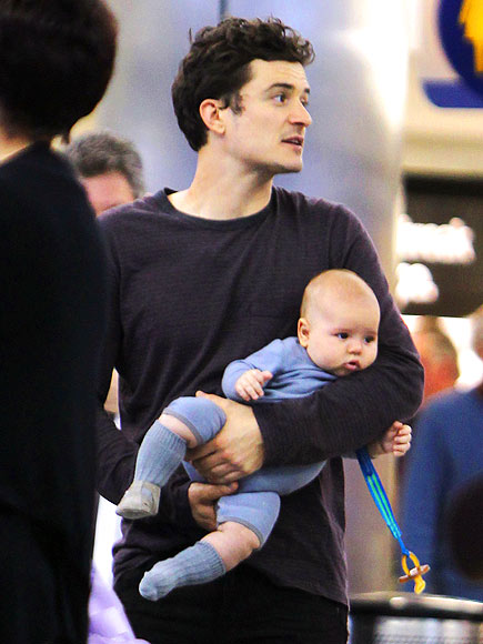 CARRY-ON CUTIE photo | Orlando Bloom