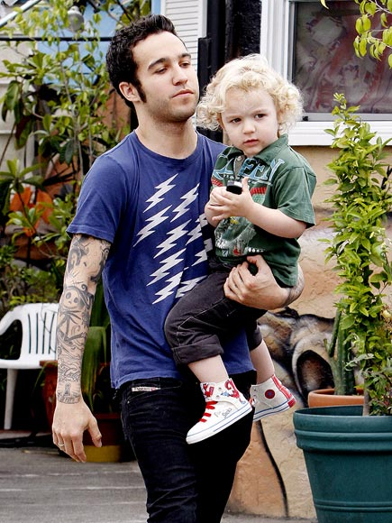HOLDING PATTERN photo | Pete Wentz