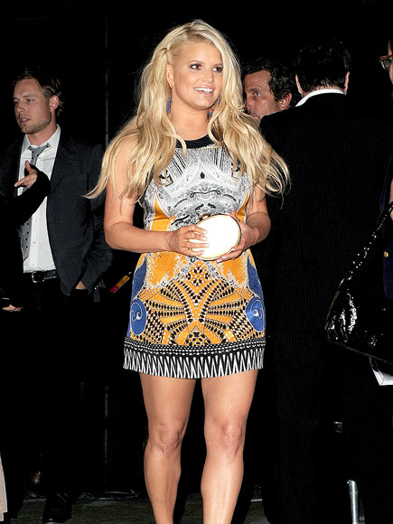 SHE'S GOT LEGS! photo | Jessica Simpson