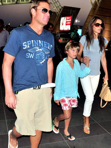 FLIGHT TIME photo | Elizabeth Hurley, Shane Warne