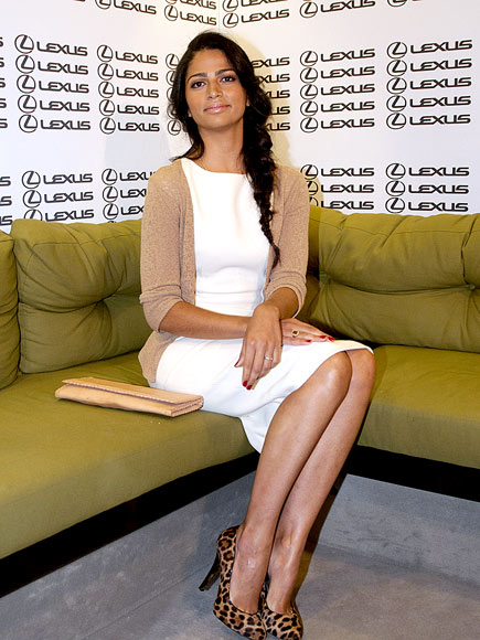SITTING PRETTY photo | Camila Alves