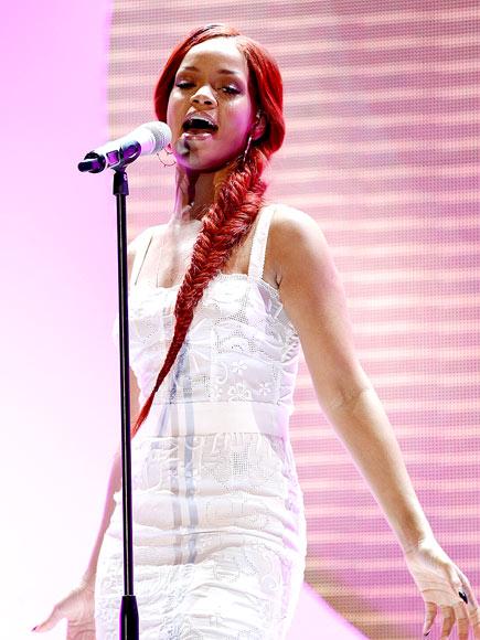 SMOOTH MOVES photo | Rihanna