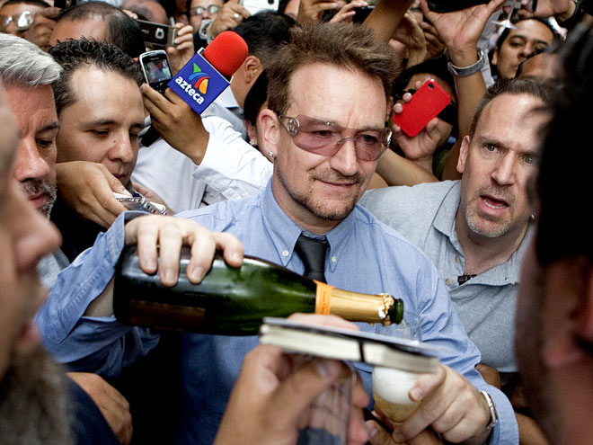 FAN-DEMONIUM photo | Bono