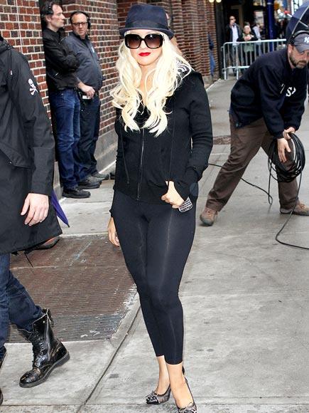 A LEGGING UP  photo | Christina Aguilera