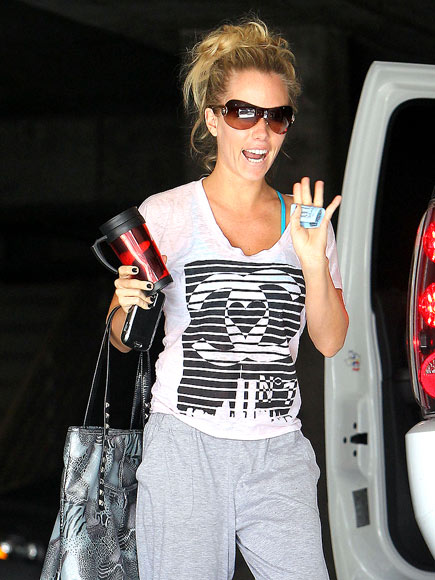 FIT TO A TEE photo | Kendra Wilkinson