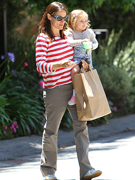 BAG LADY photo | Jennifer Garner