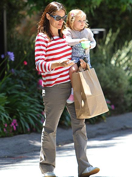 BAG LADY photo | Jennifer Garner