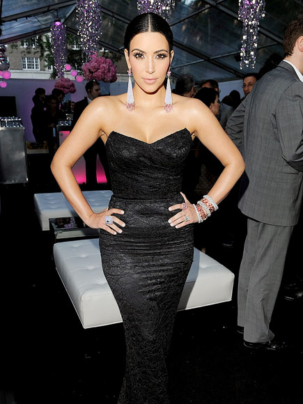 CURVES AHEAD photo | Kim Kardashian