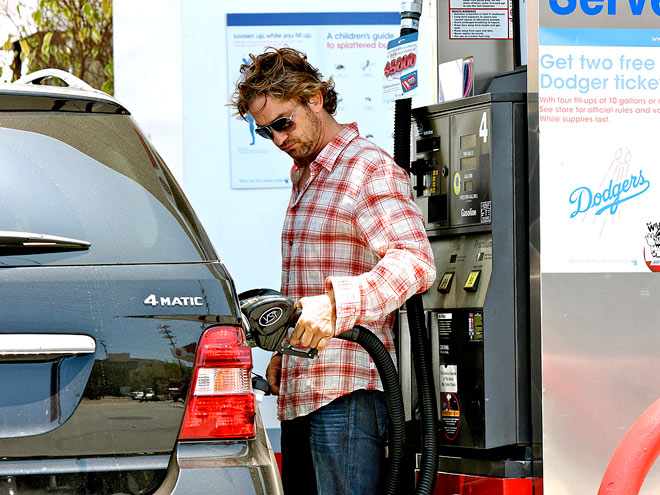 FILL 'ER UP photo | Gerard Butler
